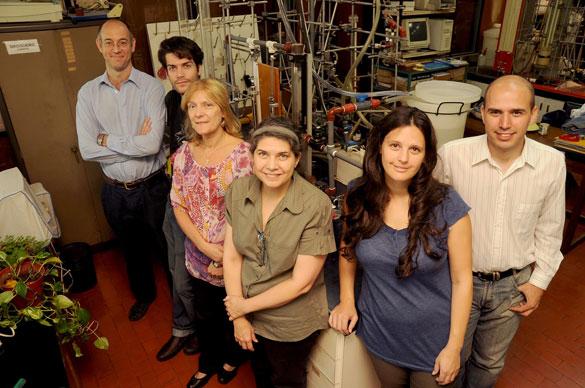 Miryan Cassanello y su grupo de investigación. Foto: Juan Pablo Vittori