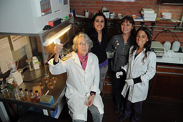 Carmen Sanchez Rivas y su grupo. Foto: Diana Martinez Llaser