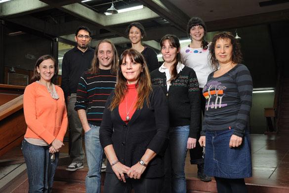 Viviana Confaloneri y su grupo de investigación. Foto: Diana Martinez Llaser