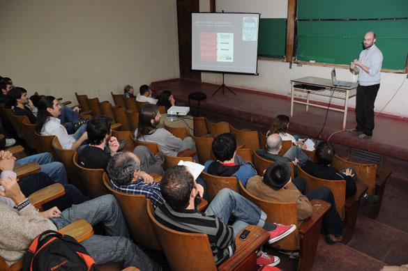 Diego Fernández Slezak en una de las charlas de la ECI. Foto: Diana Martinez Llaser