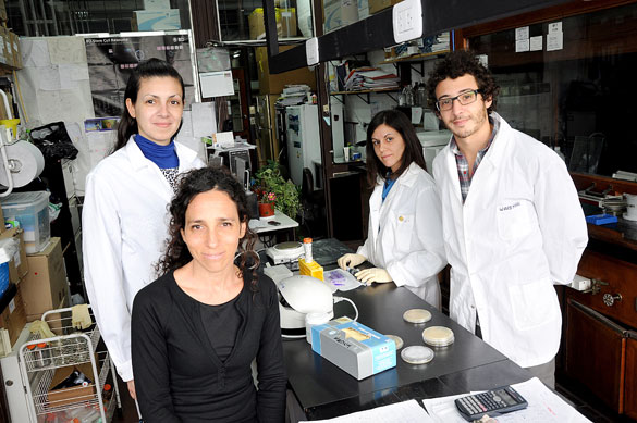 Alejandra Guberman y su grupo de investigación. Foto: Juan Pablo Vittori