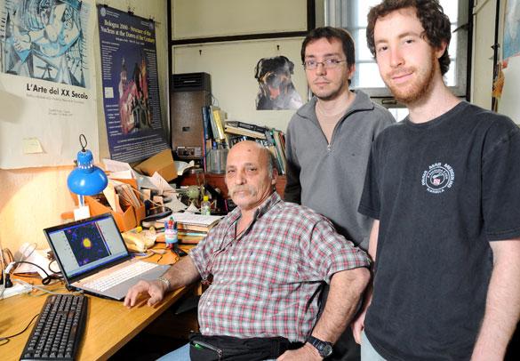 Claudio Dorso y su grupo de investigación. Foto: Juan Pablo Vittori