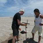 Perforación en la playa. Fotos: gentileza Marcomini-López