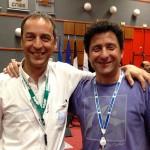 El físico Fernando Lombardo, en la base de Kourou, junto a Ignacio Grossi, jefe del proyecto ARSAT-1 por INVAP.