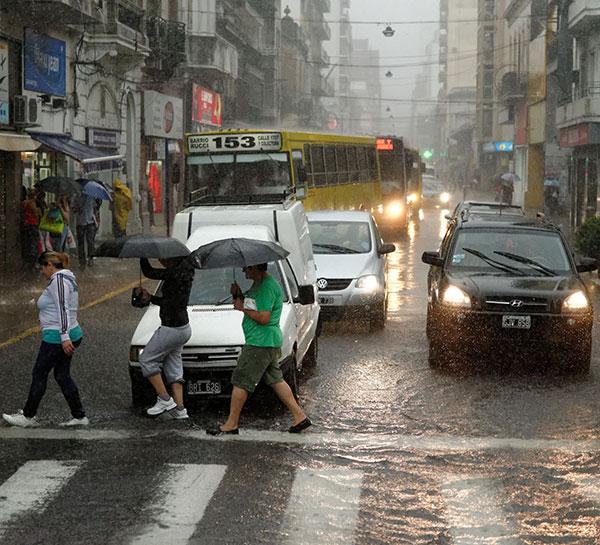 """Los especialistas indican que las precipitaciones extremas se hicieron más frecuentes en gran parte del país. """"Este resultado, a la luz de los recientes impactos que afectaron a nuestro país en las ciudades de Santa Fe, Buenos Aires, La Plata y otras localidades, confirman la necesidad de fortalecer los actuales sistemas de alerta sobre inundaciones"""", sugieren."""