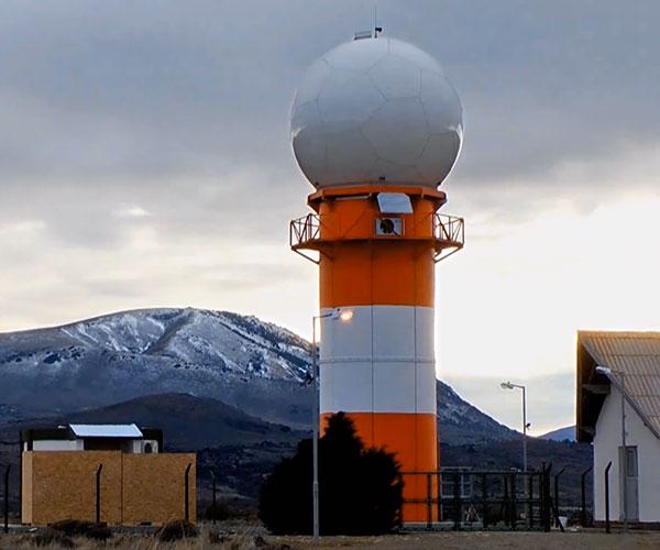 """El RMA es el primer radar meteorológico fabricado en Argentina que utiliza tecnología doppler de doble polarización en la banda C. """"Estos radares cuentan con tecnología de última generación"""", destaca la meteoróloga Paola Salio. Y añade, """"INVAP está desarrollando en Argentina tecnología acorde con los mejores estándares mundiales""""."""
