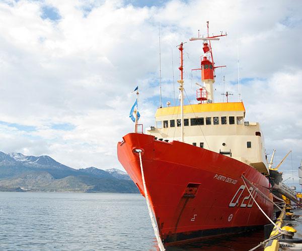 Las investigaciones en todas las áreas que componen el proyecto Pampa Azul requieren de buques oceanográficos bien equipados. Actualmente, las campañas se llevan a cabo con el buque Puerto Deseado –perteneciente al CONICET y operado por la Armada Argentina–, o mediante buques de bandera extranjera a través de proyectos de investigación conjuntos con otros países.