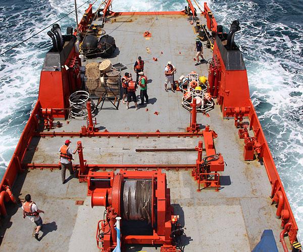 """""""Los objetivos del proyecto apuntan a obtener mediciones de larga duración  en sitios específicos del Atlántico Sudoccidental, relacionar esas medidas con datos satelitales y finalmente mejorar nuestro conocimiento sobre la dinámica de las corrientes y de las masas de agua en la región"""", explica Saraceno."""