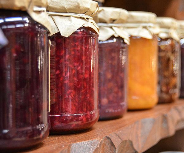 Los investigadores elaboraron una mermelada dietética de tomate y testearon el efecto de diferentes sustancias de origen natural sobre la calidad sensorial y microbiológica del dulce. Foto: jarmoluk/pixabay