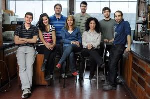 De izquierda a derecha: Martín Somoza, Florencia Castello, Rodrigo Hernández Del Pino, Verónica García, Agustín Rolandelli, Nancy Tateosian, Joaquín Pellegrini y Nicolás Amiano,