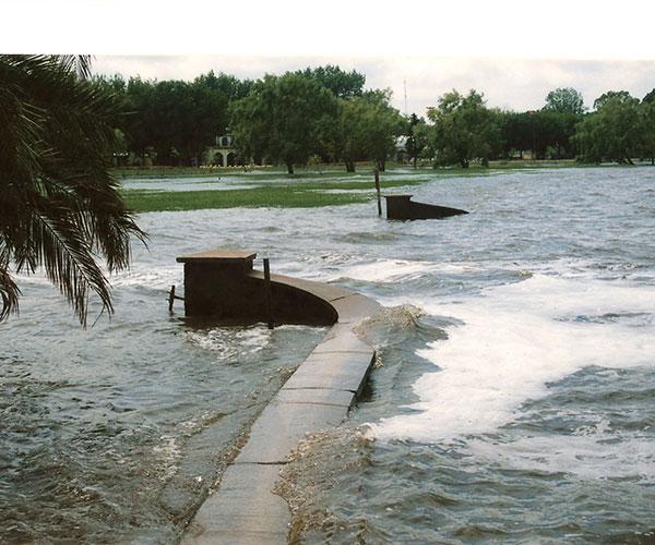 """""""En relatos de los siglos XVIII y XIX, se hablaba de inundaciones. Hay muchas evidencias de que siempre ha sido así, pero se convirtió en un problema cuando la gente comenzó a habitar las planicies de inundación"""", reflexiona Silva."""