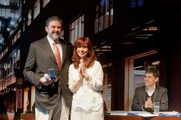 Juan Pablo Paz recibió de manos de la presidenta Cristina Fernández de Kirchner, el premio al Investigador de la Nación Argentina. Foto: MINCyT.
