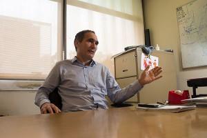 """""""Yo en mi diaria veo compañías que no tomaban físicos y que hoy los toman"""", afirma Bonadeo. Foto Exactas - Comunicación."""