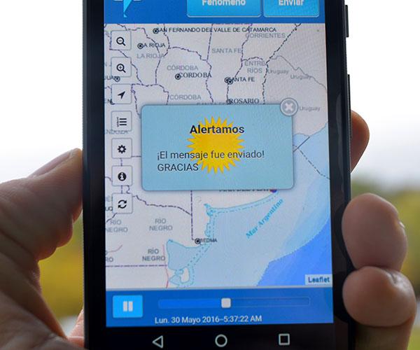"""""""Hay un listado de fenómenos meteorológicos y la gente indica cuál es el que está  viviendo. El programa toma la hora, lugar y fecha del celular y con eso se construye un mapa geo-referenciado que permite seguir en tiempo real  los informes de los usuarios"""", explica Salio."""