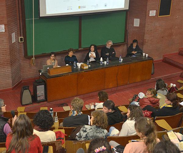 (De izq. a der.) Lucía Pedraza, Andrea Gamarnik, Graciela Morgade, Juan Carlos Reboreda y Alba Ávila-Bernal (moderadora). Foto: Exactas Comunicación.