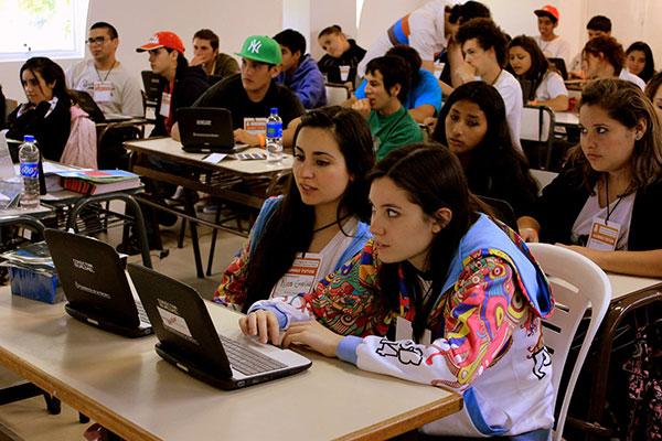 En 2015 se declaró de importancia estratégica para el sistema educativo argentino la enseñanza y el aprendizaje de la programación durante la escolaridad obligatoria.