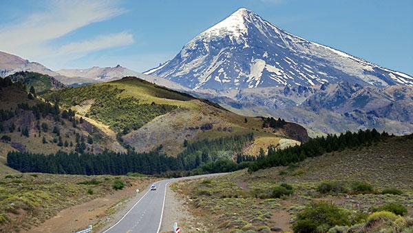 El volcán Lanín se encuentra en la zona fronteriza entre Argentina y Chile. Foto: Pablo Gimenez.