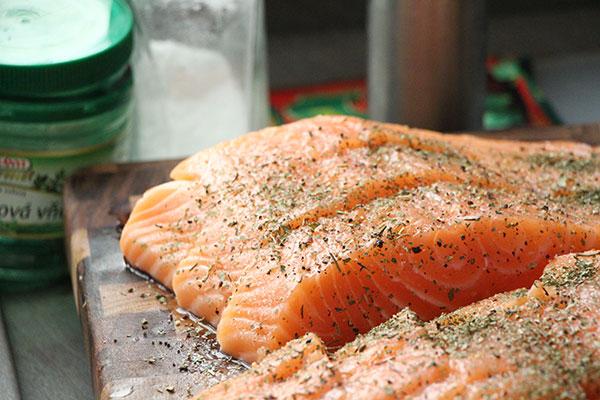 Todo el salmón rosado que se comercializa en Argentina proviene de criaderos en Chile. Foto: Ján Sokoly/Flickr