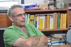 """""""Hasta hace unos 15 ó 20 años no había ningún paper de ningún matemática argentino en las dos o tres revistas internacionales más importantes"""", recuerda Cortiñas. Foto: Exactas-Comunicación."""
