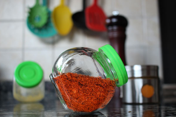 El pimentón, ese polvo rojizo que suele utilizarse para condimentar una gran variedad de comidas, se obtiene a partir del secado y posterior molienda del pimiento rojo o morrón. Foto: Paula Bassi. Exactas Comunicación.