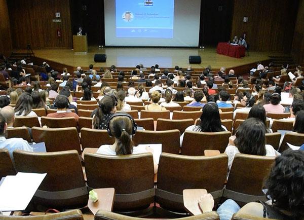 """El Simposio de Inmunoterapia, """"La revolución en el tratamiento del cáncer"""" se llevó a cabo en la Facultad de Ciencias Exactas y Naturales de la UBA. Foto: Exactas Comunicación."""