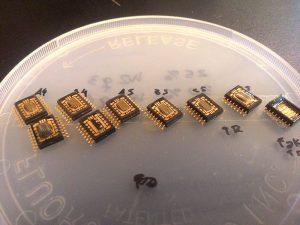 Para lograr otro tipo de dispositivo que soporte estas condiciones hostiles, los científicos experimentan distintos elementos, como aquellos que conforman los memristores, formados por interfaces metal-óxido. Foto: Genileza Carlos Acha.