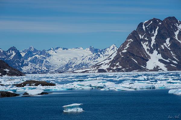 El aumento de la temperatura media global ha producido la reducción de los glaciares y de las capas de nieve, así como del hielo marino del Ártico en extensión y espesor