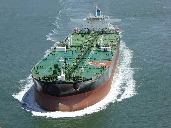 El tráfico de barcos se duplicó aproximadamente entre 1950 y 2000, lo que aumentó las contribuciones de sonido en aproximadamente 3 decibelios por década.