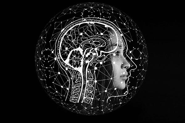 En animales, ya es posible manipular los estados perceptivos de una manera bastante precisa, como si fueran marionetas. En teoría, se podrán analizar los patrones de actividad del cerebro de un humano y descubrir qué está pensando. Antes de que esto ocurra, debe haber una protección legal. Imagen: Gerd Altmann en Pixabay.