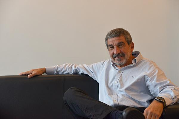Roberto Salvarezza en su despacho del Ministerio de Ciencia, Tecnología e Innovación Productiva. Foto: Juan Pablo Vittori. Exactas UBA.