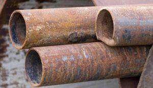 En las ciudades, este metal puede infiltrarse en el agua potable que llega hasta los hogares transportada en caños de plomo.