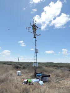 El equipo montó una torre con sensores para medir diferentes variables meteorológicas. Foto: Gentileza Marisa Gassmann.